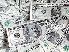 Эксперты: пора избавляться от долларов США